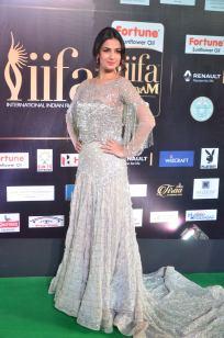 sonal chauhan hot at iifa awards 201739
