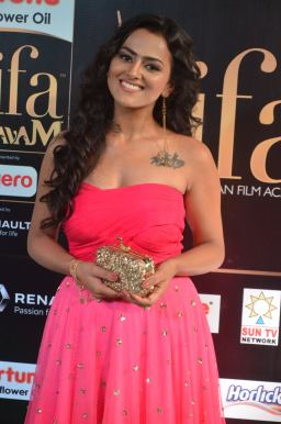 sredha hot at iifa awards 2017DSC_83690019