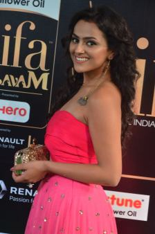 sredha hot at iifa awards 2017DSC_83840034
