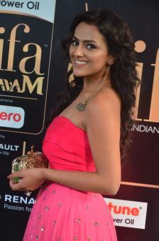 sredha hot at iifa awards 2017DSC_83880038