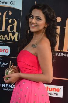 sredha hot at iifa awards 2017DSC_83900040