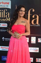 sredha hot at iifa awards 2017DSC_84000050