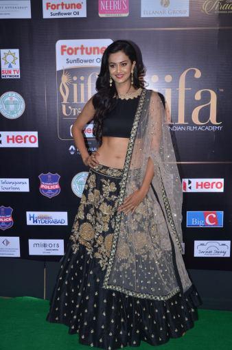 subra ayyappa hot at iifa awards 2017DSC_62880002