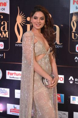 tanya hope hot at iifa 201715