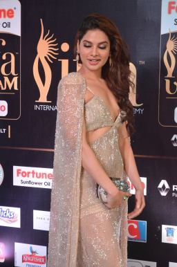 tanya hope hot at iifa 201718