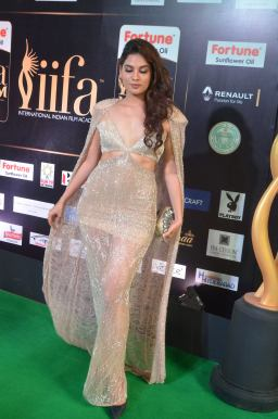 tanya hope hot at iifa 201732