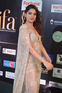 tanya hope hot at iifa 201743
