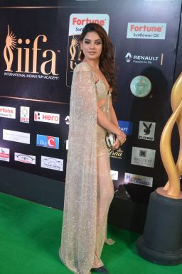 tanya hope hot at iifa 201750