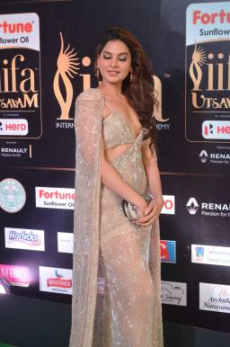 tanya hope hot at iifa 20179