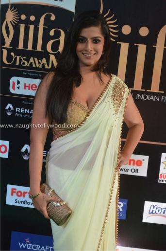 varalakshmi sarathkumar hot at iifa awards 2017DSC_81840010_wm
