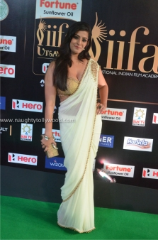 varalakshmi sarathkumar hot at iifa awards 2017DSC_82140040_wm