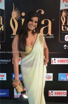 varalakshmi sarathkumar hot at iifa awards 2017DSC_82310057_wm