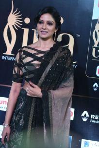 vimala raman hot at iifa awards 201729