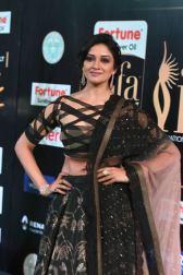 vimala raman hot at iifa awards 201738