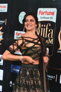 vimala raman hot at iifa awards 201741