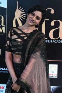 vimala raman hot at iifa awards 201756