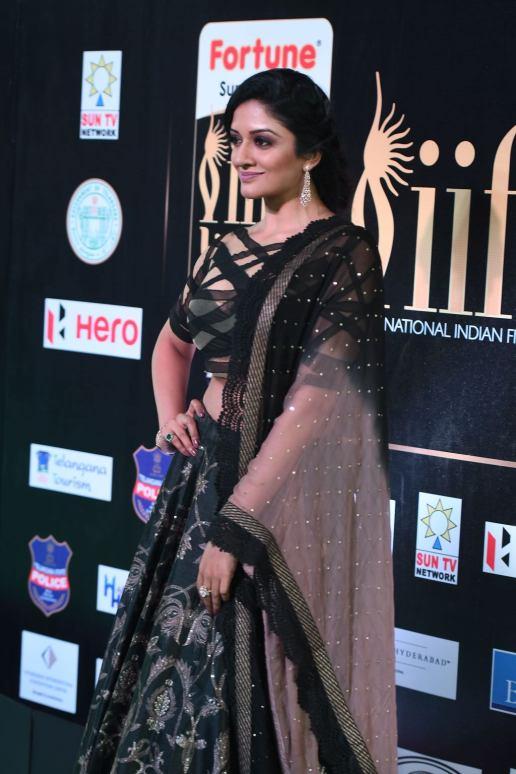 vimala raman hot at iifa awards 20176