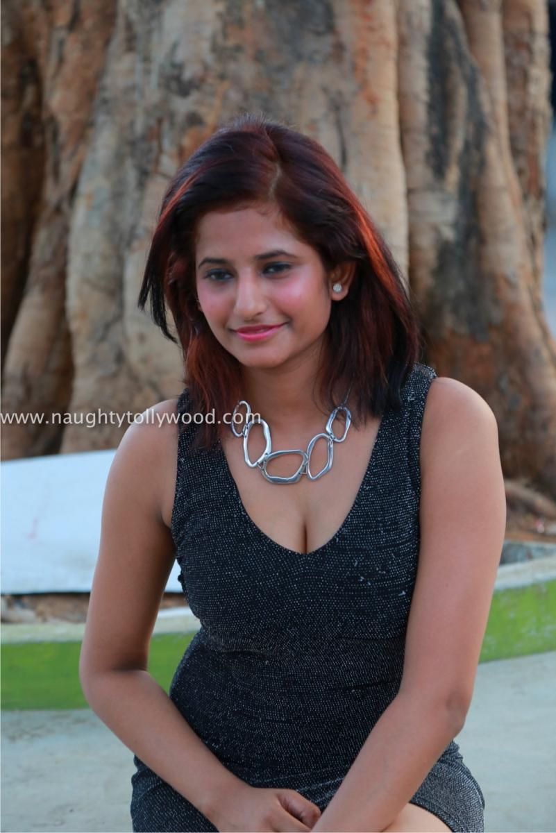 actress  sravani glam pics