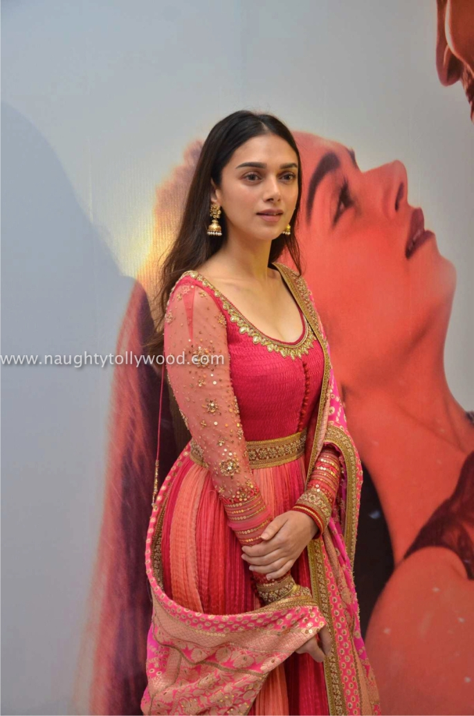 adiit rao hydari hot 201700001_wm