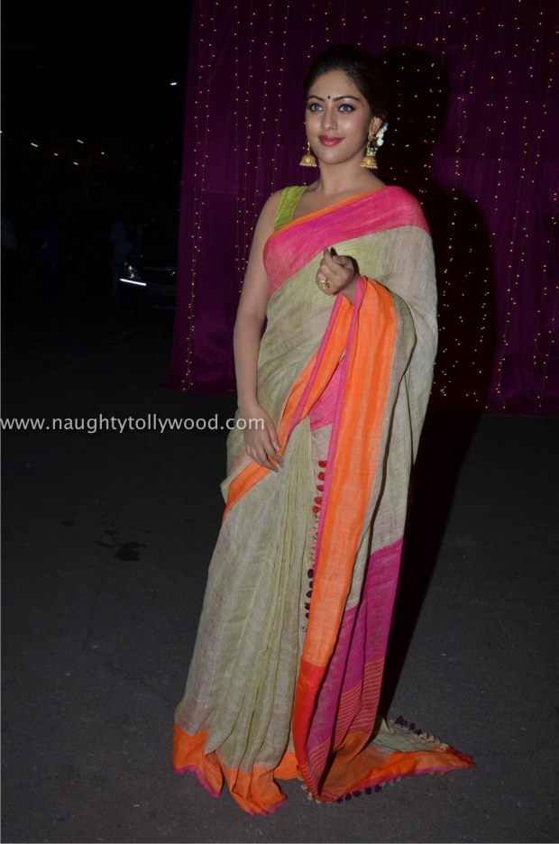 anu emannuel hot at zee apsara awards00013_wm