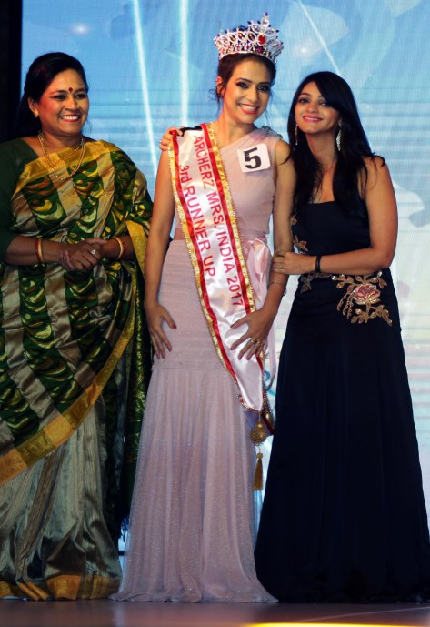 Babita Verma, Samraggi Mukherjee (3rd Runner Up) with Jyotsna Chandola at the finale of 'ARF Mrs. India 2017' Beauty Pageant was held at Sahara Star, Mumbai