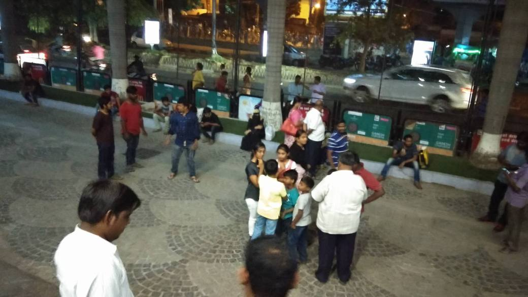 Bahubali 2 Fans Pics From Prasads Imax (22)