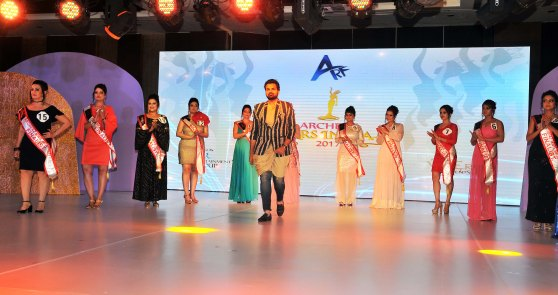Fashion Designer Amit Talwar with Participants at the finale of 'ARF Mrs. India 2017' Beauty Pageant was held at Sahara Star, Mumbai.