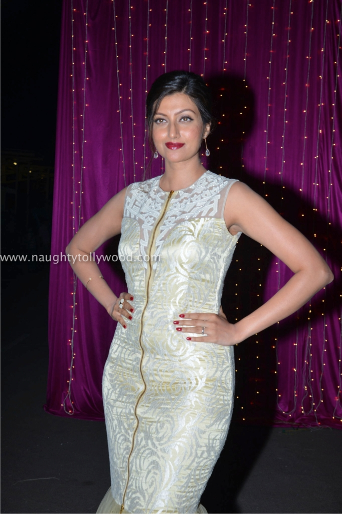 hamsa nandini hot at zee apsara awards00001_wm