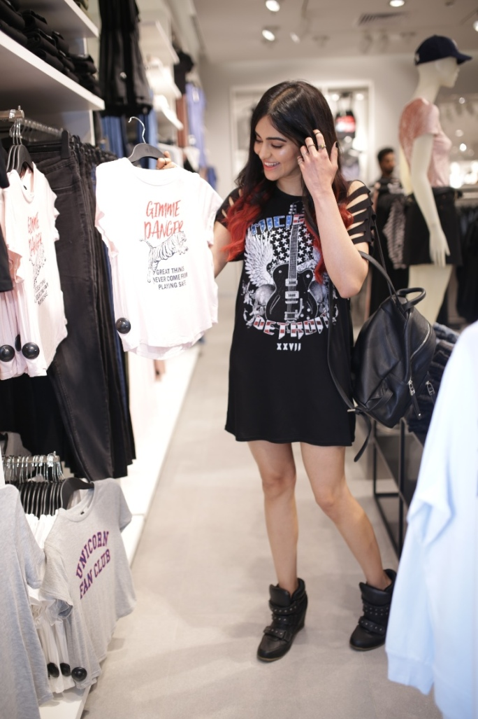 H&M Hyderabad Launch- Adah Sharma shopping in store
