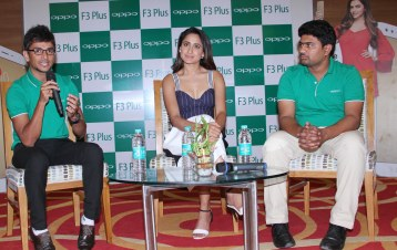 The gorgeous Tollywood star Ms Pragya Jaiswal at the unveiling of the Selfie Expert OPPO F3 Plus, on Saturday at Lemon Tree Hotel, she is seen flanked by Mahesh, (extreme left) Product Manager & Sandeep, Communication Manager, OPPO Mobiles Telangana Pvt. Ltd.