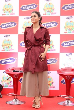 kajol launches mcvites IMG_2007
