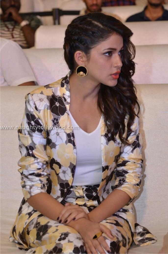 Lavanya Tripathi (33)_wm