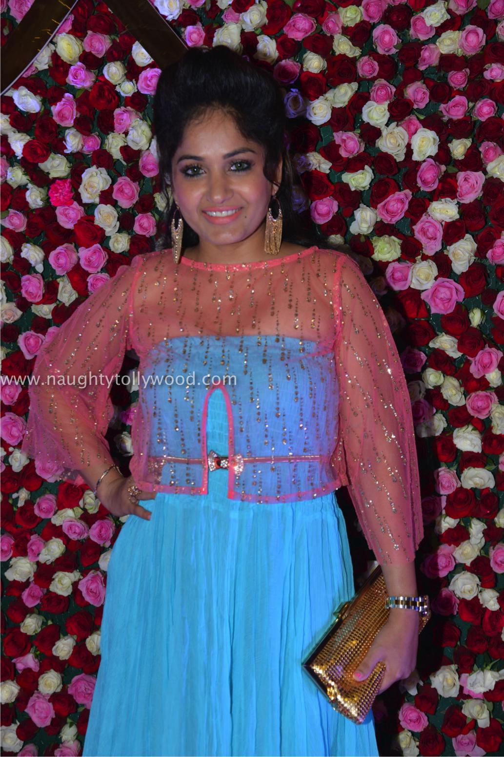madhavi latha hot at zee apsara awards00037_wm