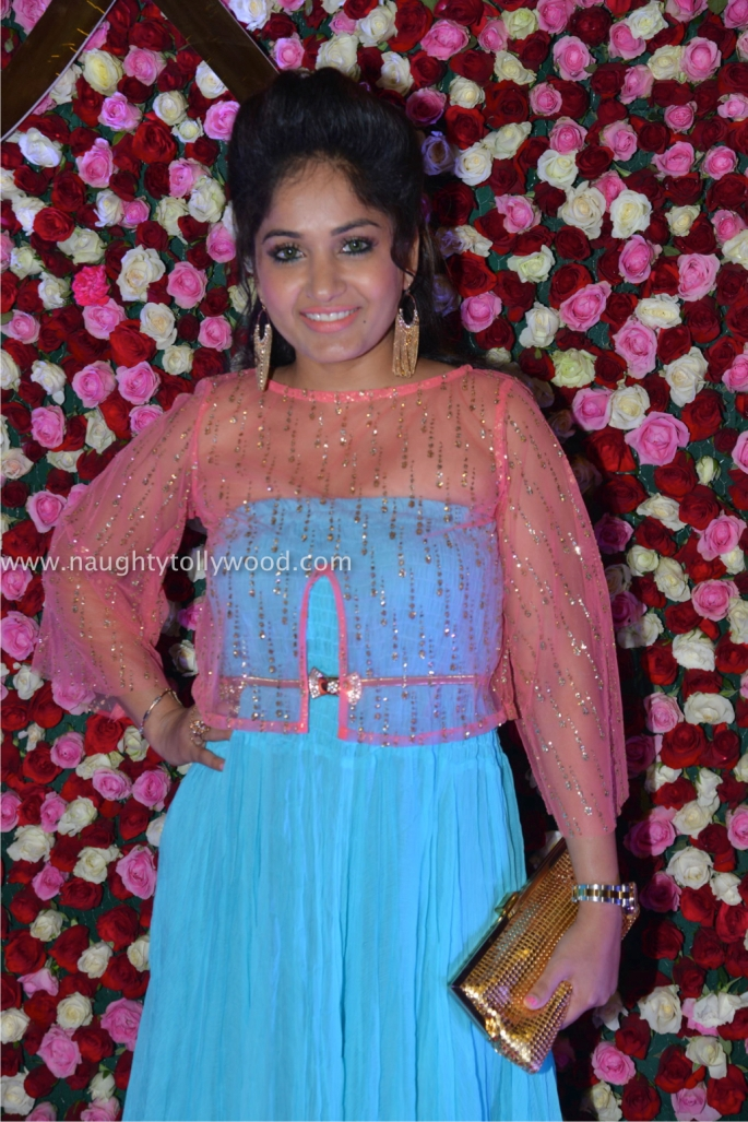 madhavi latha hot at zee apsara awards00037_wm