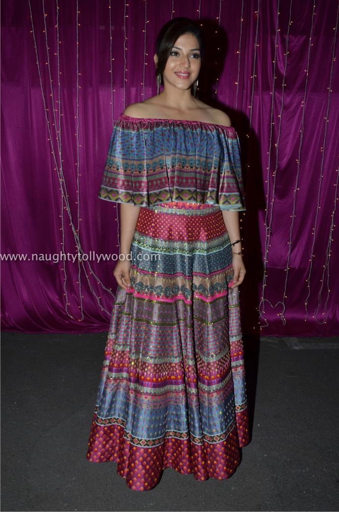 Mehreen Kaur hot at zee apsara awards00002_wm