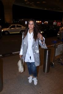 neha dhupia spooted at airport IMG_3529