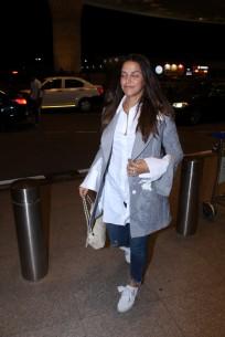 neha dhupia spooted at airport IMG_3531