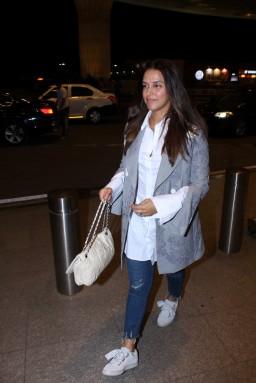 neha dhupia spooted at airport IMG_3533