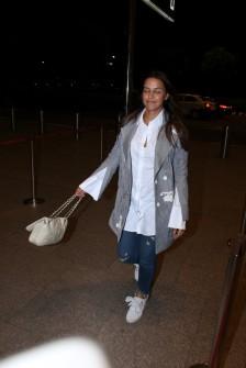 neha dhupia spooted at airport IMG_3535