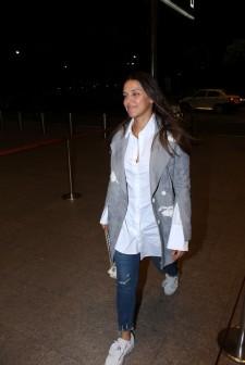 neha dhupia spooted at airport IMG_3537