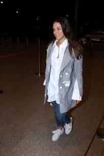neha dhupia spooted at airport IMG_3538