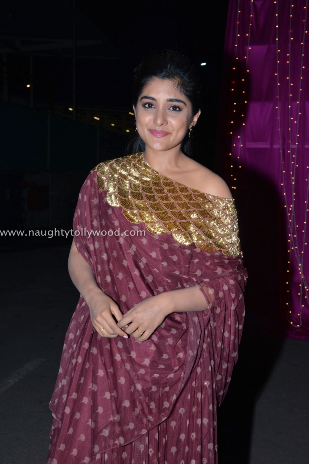 nivetha thomas hot at zee apsara awards00001_wm