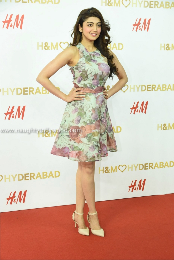 pranitha hot at H&M store opeing event00001_wm