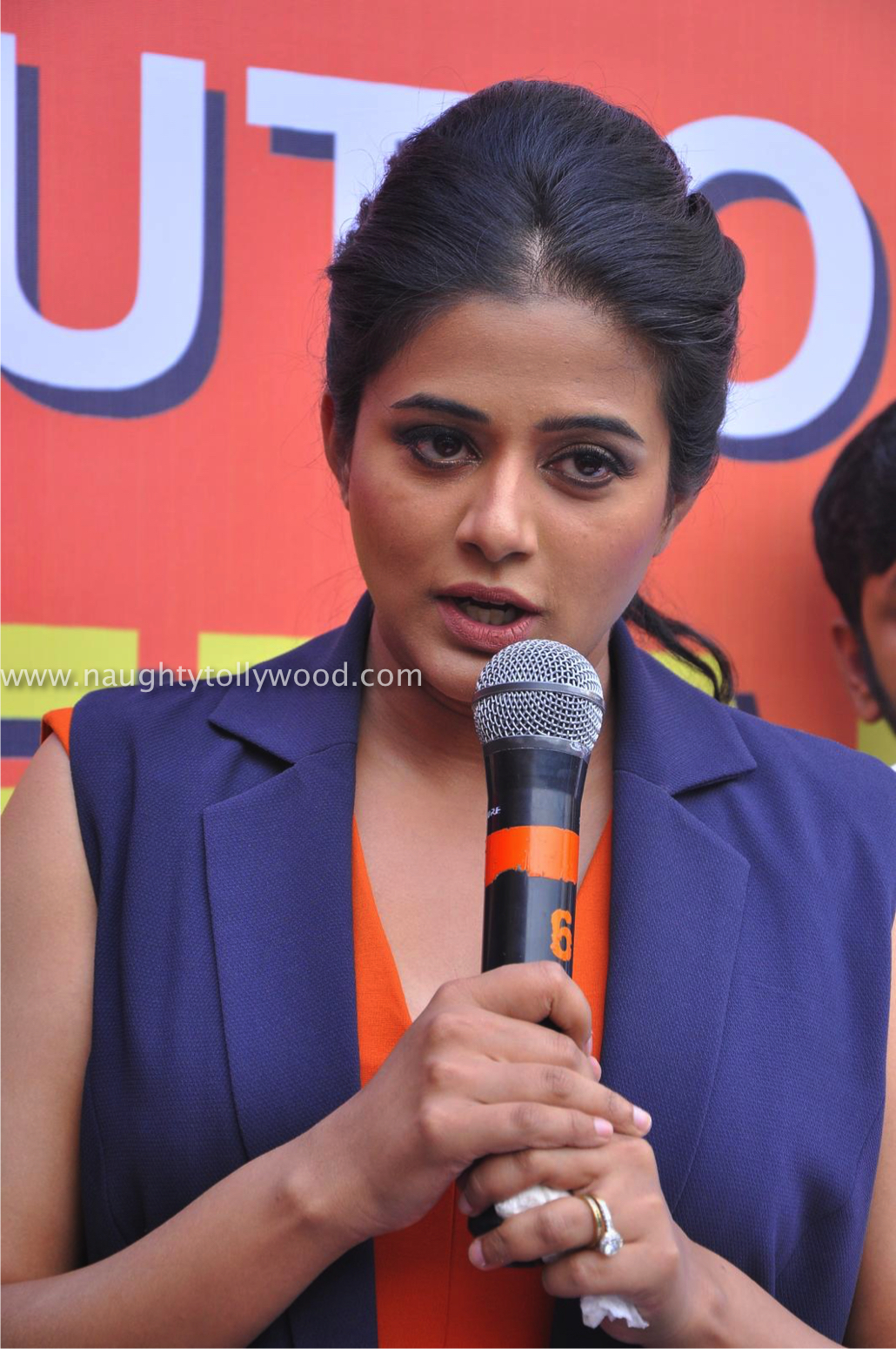 Priyamani Launch Gateway Hair Fixing (85)_wm