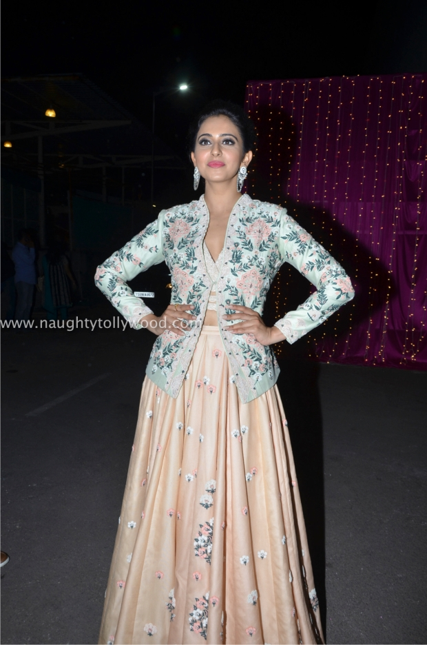 rakul preet singh hot at zee apsara awards00002_wm