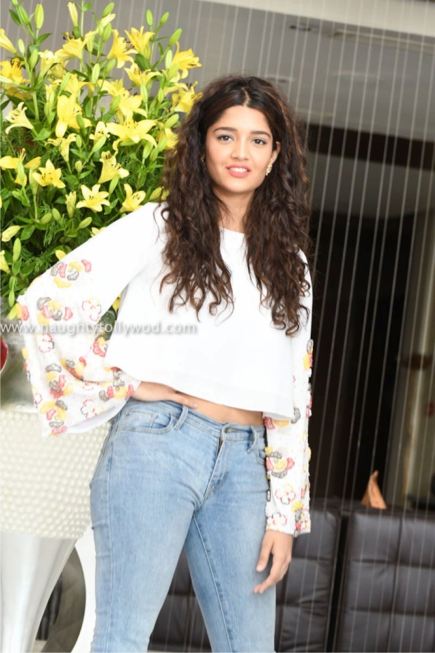 ritika singh hot at shiva linga pre release 00011_wm