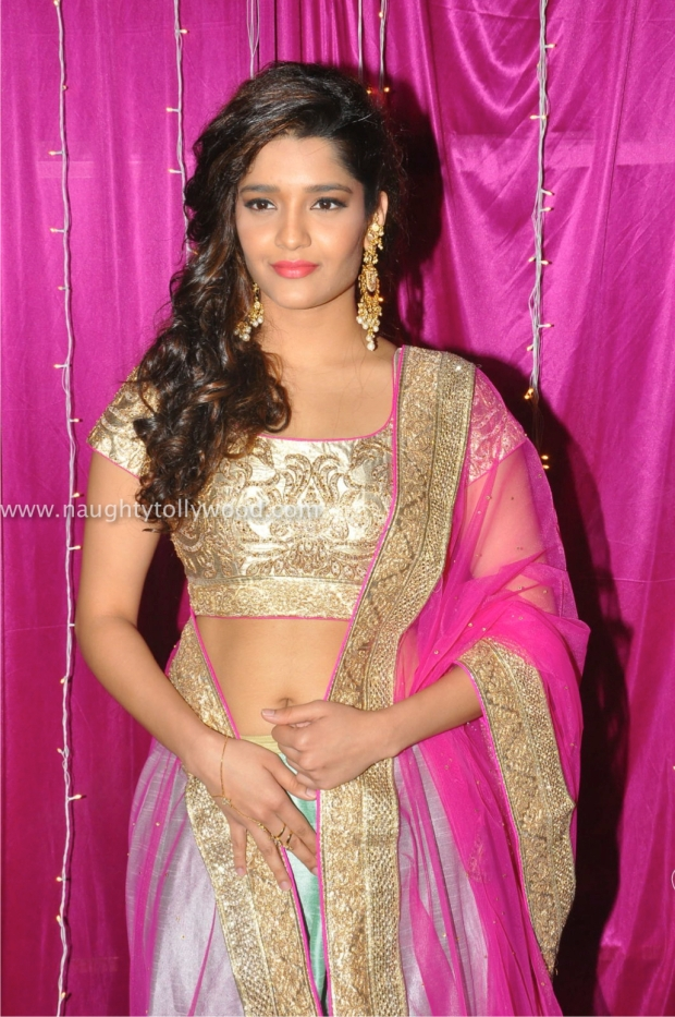 ritika singh hot at zee apsara awards00024_wm