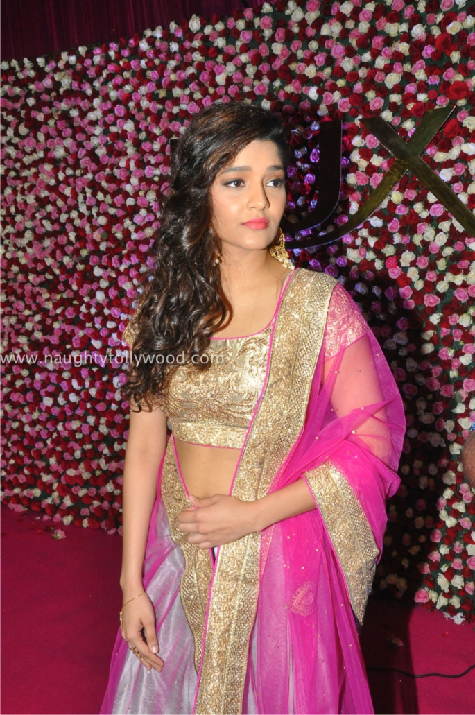 ritika singh hot at zee apsara awards00025_wm