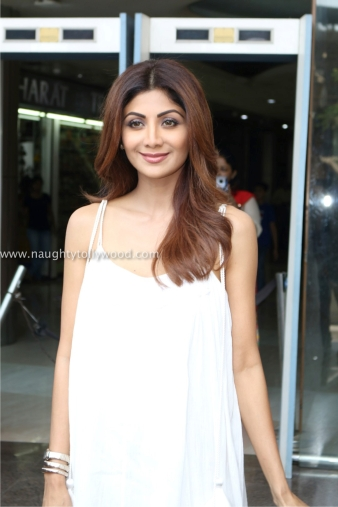 shilpa shetty hot in white 2017IMG_2068_wm