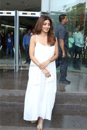 shilpa shetty hot in white 2017IMG_2084_wm